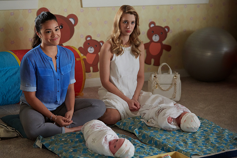 """Jane The Virgin -- """"Chapter Thirty-Eight"""" -- Image Number: JAV216b_0053.jpg -- Pictured (L-R): Gina Rodriguez as Jane and Yael Grobglas as Petra -- Photo: Tyler Golden/The CW -- © 2016 The CW Network, LLC. All rights reserved."""