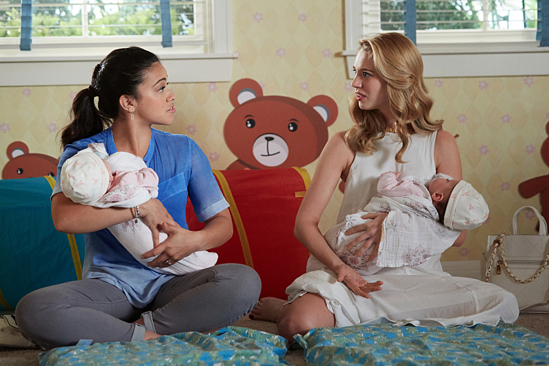 """Jane The Virgin -- """"Chapter Thirty-Eight"""" -- Image Number: JAV216b_0138.jpg -- Pictured (L-R): Gina Rodriguez as Jane and Yael Grobglas as Petra -- Photo: Tyler Golden/The CW -- © 2016 The CW Network, LLC. All rights reserved."""