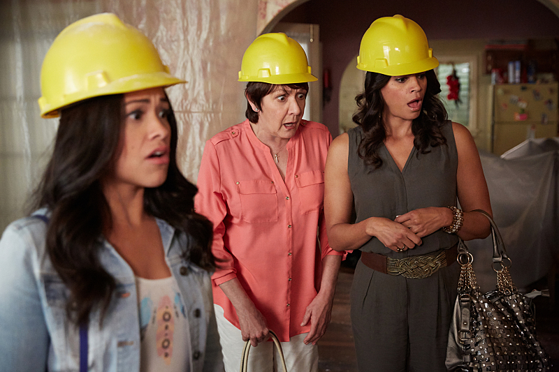 """Jane The Virgin -- """"Chapter Thirty-Eight"""" -- Image Number: JAV216b_0351.jpg -- Pictured (L-R): Gina Rodriguez as Jane, Ivonne Coll as Alba and Andrea Navedo as Xo -- Photo: Tyler Golden/The CW -- © 2016 The CW Network, LLC. All rights reserved."""