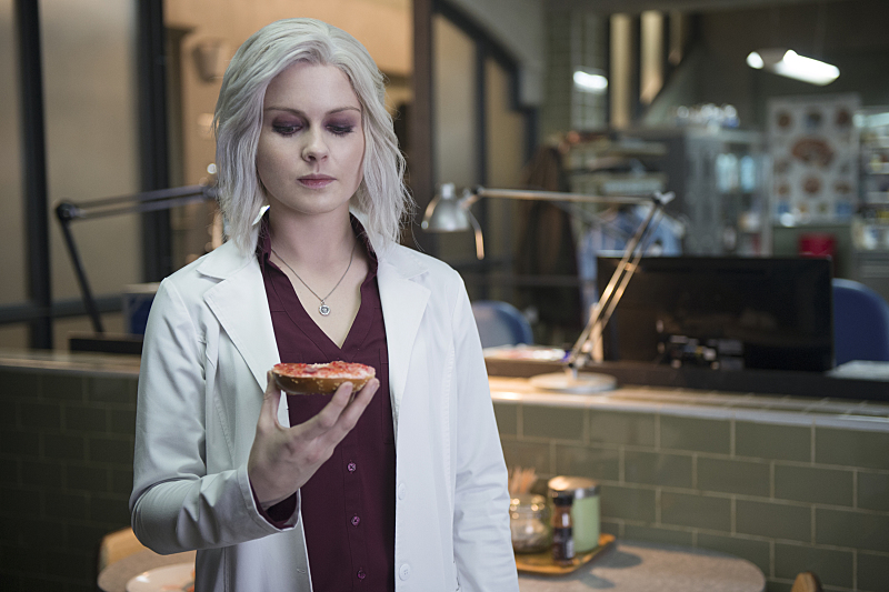 """iZombie -- Image Number: ZMB218b_0138.jpg -- """"Dead Beat"""" -- Pictured: Rose McIver as Liv -- Photo: Diyah Pera/The CW -- © 2016 The CW Network, LLC. All rights reserved."""